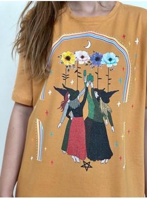 Camiseta Raiz Feminina Bruxas Fest - Caramelo