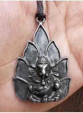 Colar Ganesha na Flor de Lótus Prateado