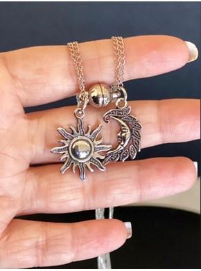 Colar Sol/Lua Prateada - Conexão, Ima - com embalagem