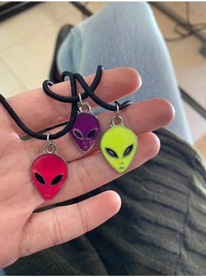 Conjunto com 3 Colares Alien